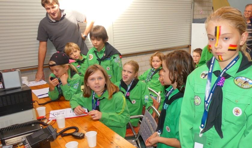 Meer dan tweehonderd scouts deden mee met het JOTA-JOTI: een jaarlijks evenement van de scouting. De deelnemers maaten kennis met communicatie op meerdere manieren.