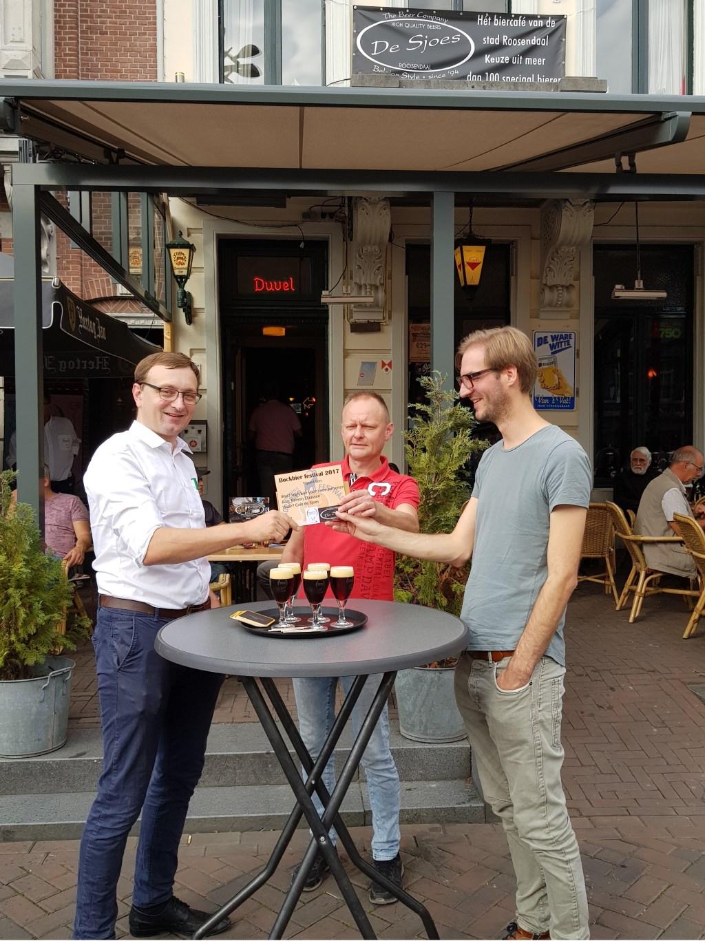 High Beer prijs uitreiking voor de winnaar die vorige jaar alle cafés was afgelopen. Foto: Maurice Hermans © Persgroep