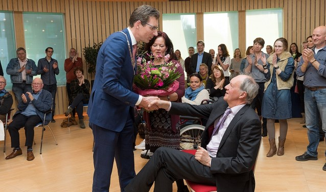 Maart 2017, het afscheid van wethouder Jan Burger. Hier met echtgenote Kirsten en burgemeester Tjapko Poppens. Archieffoto: Hans Dirksen