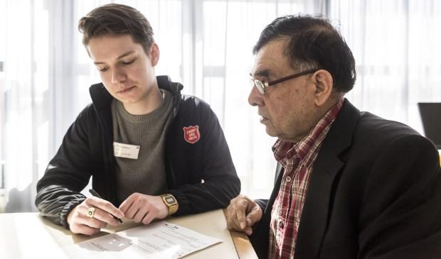 Taalmaatjes helpen laaggeletterde volwassenen beter Nederlands te lezen, spreken, schrijven en begrijpen. Foto: Ruben Timman / nowords.nl