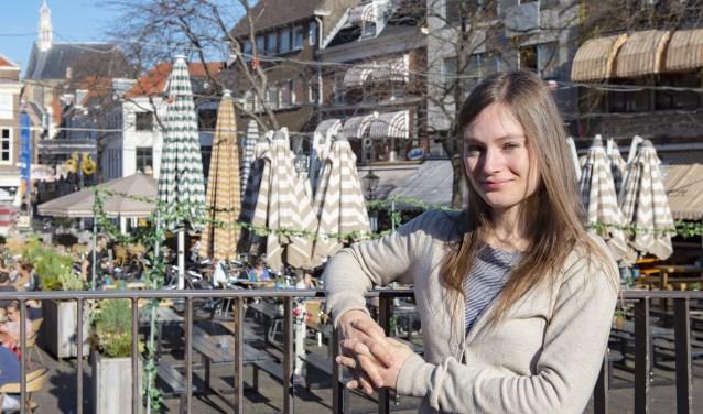 Camille Bigeault is voor het eerst in Den Haag en voelt zich hier erg op haar gemak (foto: Michel Groen).