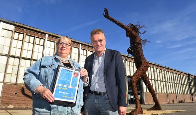 Ivon van de Wetering en Kor Datema van de organisatie Herfstfair in de SSP-Hal te Ulft. (foto: Roel Kleinpenning)