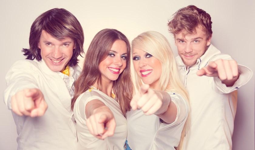 ABBA-Fever, met als tweede van links Tessa de Jong, komt in maart 2019 naar Rijssen.
