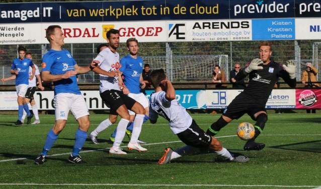 Matthijs Witten in de aanval namens SVZW. Foto: Henk Steen.
