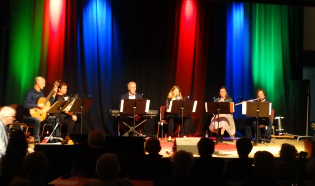Het docentenensemble van CultuurLocaal in actie tijdens de finale van het Docentenconcert (foto Henk Elderson).
