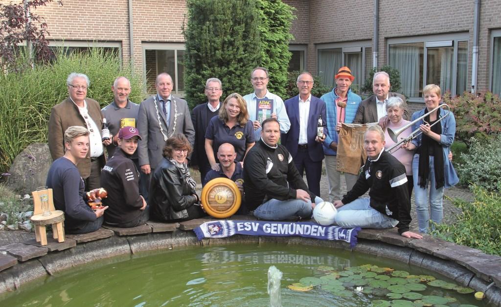 De Duivenaren die betrokken zijn bij de vriendschapsband met Gemünden. Een deel verblijft van vrijdag tot zondag in de Duitse plaats. Staand derde van rechts Nico Schoenmakers.