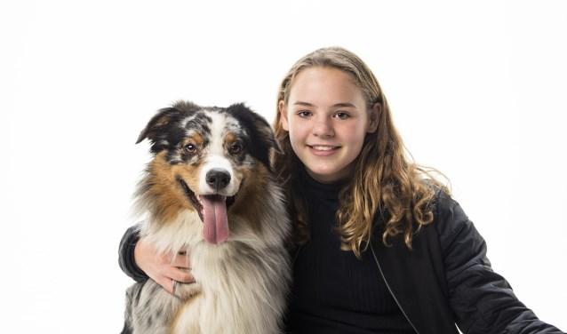 Winnares Imke van Strien met haar hond Bootz.