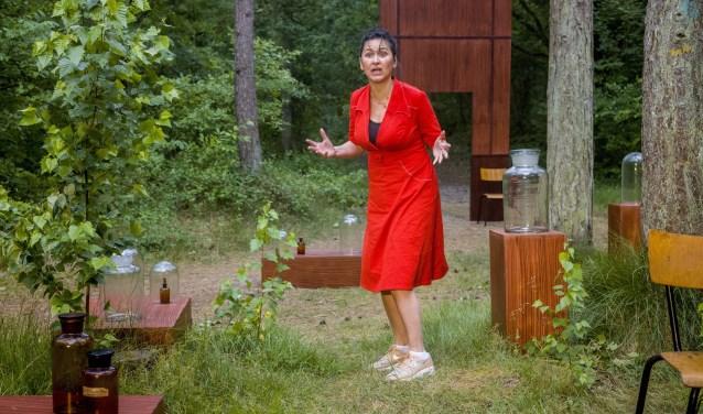 In 'Het Verbrande Huis' wekt Bodil de la Parra haar bijzondere Surinaamse familie weer tot leven. (Foto: Ben van Duin)