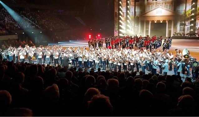 Het hele orkest van 110 euphoniums en 15 tuba's. Foto: Saskia ten Dam – de Hoop.