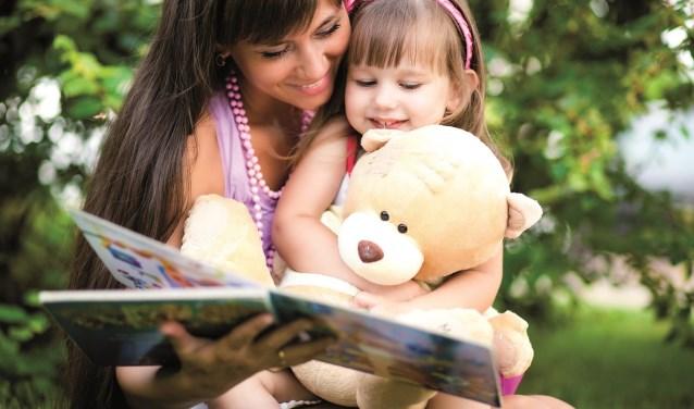 Voorlezen is van groot belang voor de taalontwikkeling van een kind. En leuk is het natuurlijk ook!