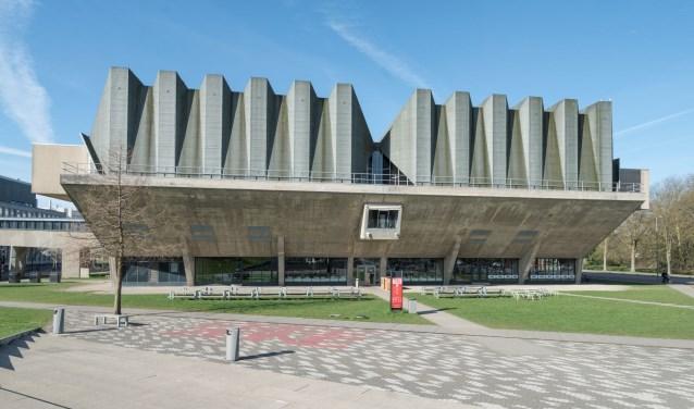 Het bekende aula-gebouw
