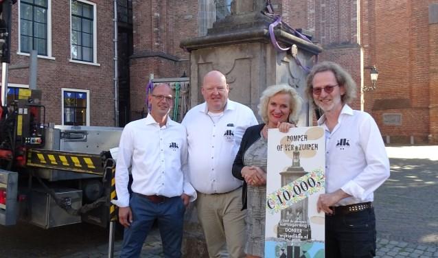 Wil Kosterman, Vincent en Hanneke van der Weerd en Ruud Muis. FOTO: Gemeente Wijk bij Duurstede