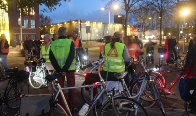 Vrijwel alle raadsleden gaven gehoor aan de oproep om op de fiets de verkeersveiligheid voor de fietsers ter plekke te bekijken