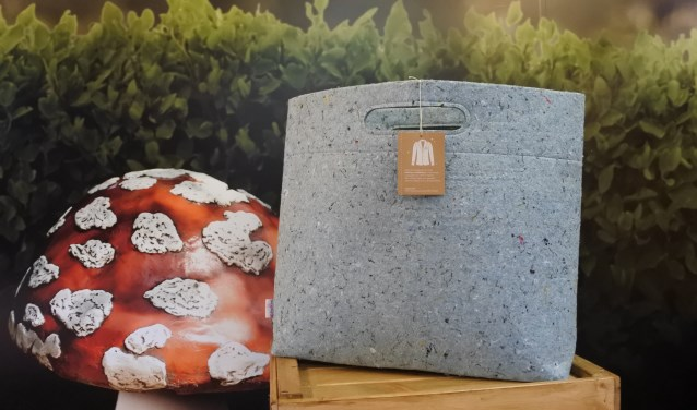 Van oude Efteling-jassen naar duurzame nieuwe tassen.