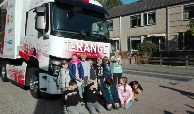 Leerlingen van de Hamalandschool kregen voorlichting over het project Veilig op Weg.