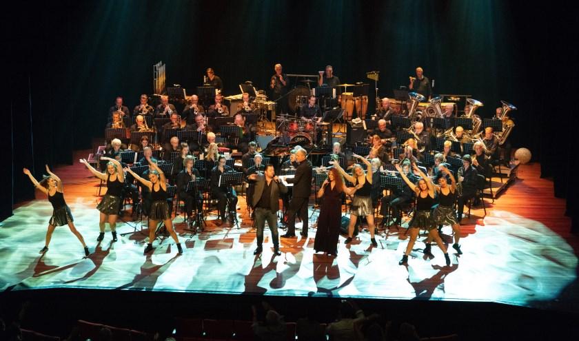 KTVM in actie tijdens hun jubileumconcert met Frans Duijts, Lisa Ké en BOUNCE