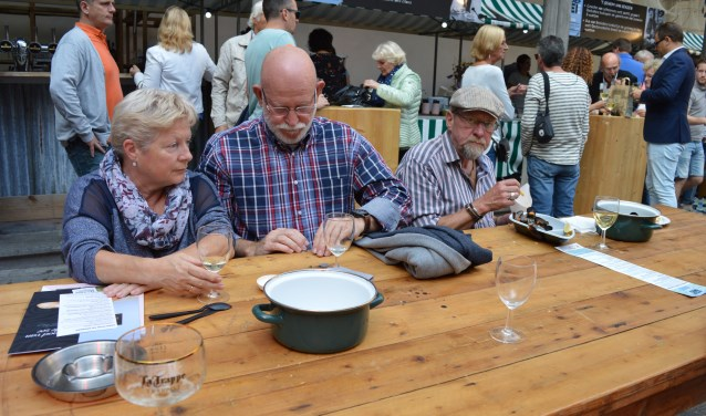 Genieten van een pannetje mosselen uit de Oosterschelde. Foto: Timo van de Kasteele.
