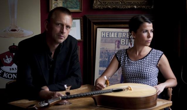 Portugese zangeres Magda Mendes en gitarist Ward Veenstra.