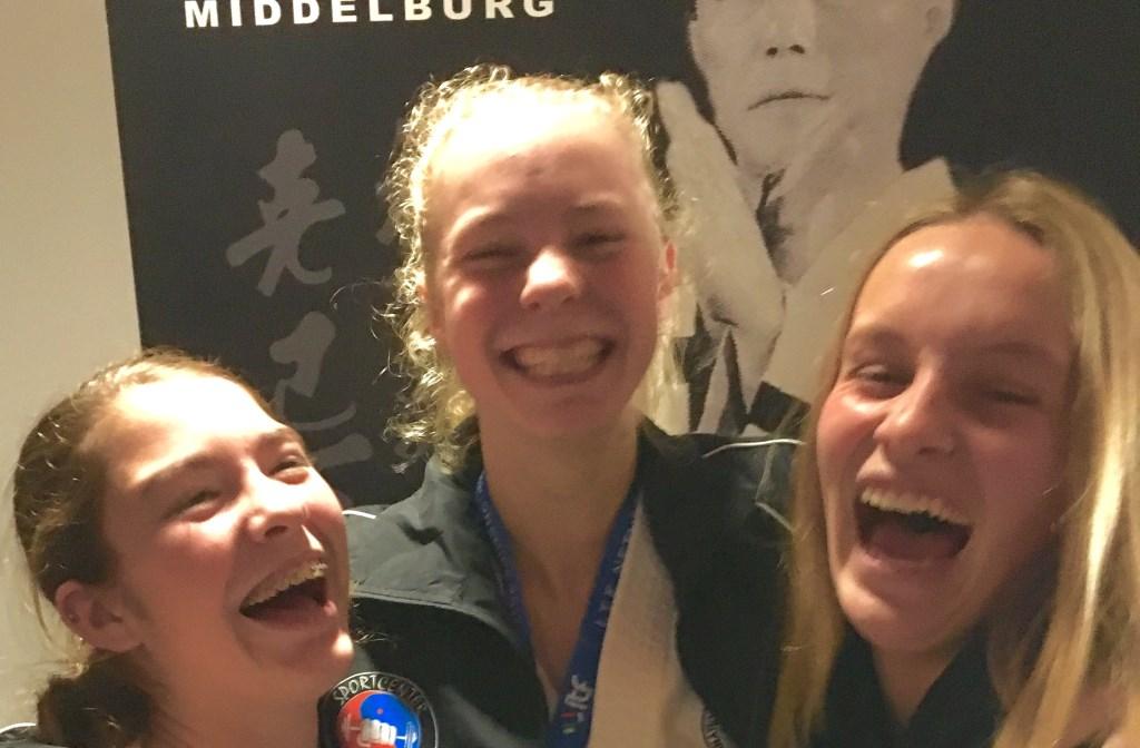 Merel de Rijke wordt door supporters gefeliciteerd na overwinning op NK 2018