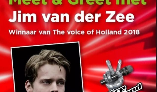 Jim van der Zee is van 17.30 tot 18.30 uur in de winkel aanwezig. Klanten kunnen met hem op de foto (foto: LochemNieuws)