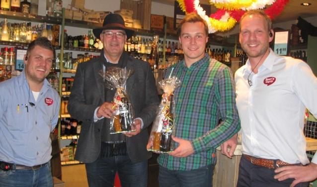v.l.n.r.: : Ricardo Fratantuono, burgemeester Van Kooten, wethouder De Leeuw en Ted Collard.