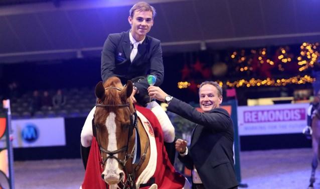 Eric Morssinkhof feliciteert zijn neefje Simon Morssinkhof.
