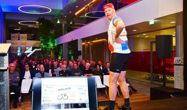 Tonprater en cabaretier Rob Scheepers was te gast bij Marel  waar Daags na de Tour de jaarlijkse sponsoravond hield. (foto: Gijs Hoogland)