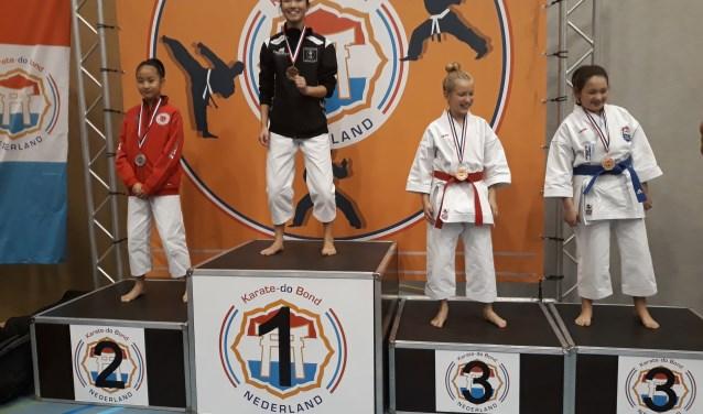Hoera voor Jinthe Hengstman uit Wierden van Muga Mushin Ryu Karatedo. Ze is Nederlands karatekampioen!