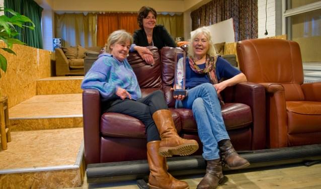 Edith, Marja en Hanneke zijn met recht trots dat 'hun' Babylon de Compassiepluim 2018 heeft gewonnen. (Foto: Maaike van Helmond)