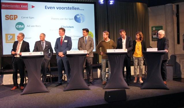 De lijsttrekkers van (v.l.n,r,) SGP, CDA, ChristenUnie, VVD, Jezus Leeft, Doe Mee! Molenlanden en Progressief Molenlanden gingen maandagavond met elkaar in debat. (Foto: Ria Scholten)
