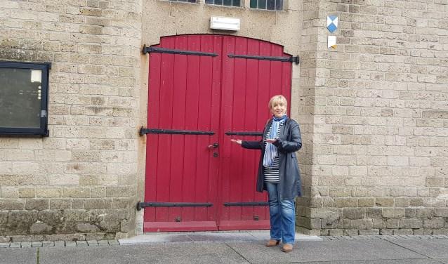 Hanita Arns nodigt iedereen uit om zaterdag naar de Grote Kerk te komen voor haar kunstexpositie. (foto: Kees Stap)