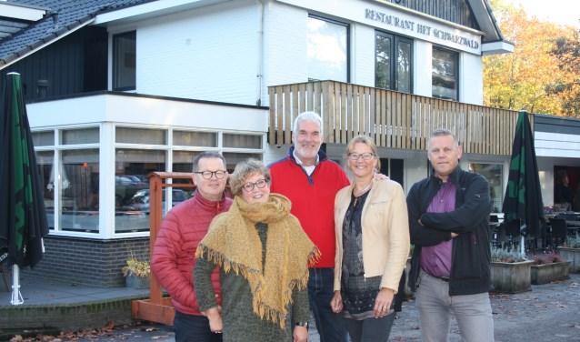 Een deel van de commissie die bezighoudt met de organisatie van het kerstdiner. Foto: Ruth Veldman.