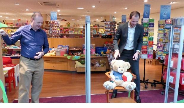 Wethouder Struijk opent speelgoedwinkel 2nd Chance. Foto: Roel van Deursen