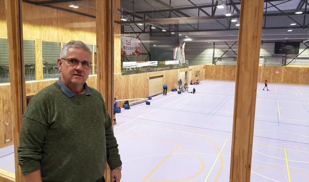 Voorzitter Gertjan van Leeuwen is trots op de nieuwe hal voor zijn KV Wageningen. (foto: Kees Stap)