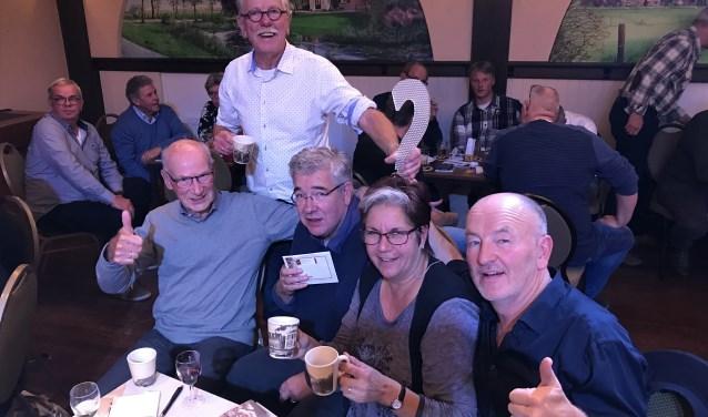 Winnende team met Jan Bouwknegt, Feike Vlas, Piet Brocatus, Erna van Zadelhoff en Jan Hoekzema