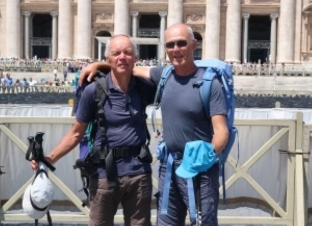 Jan Poederooijen (rechts) met zijn vriend Bart Kuijper kort na hun aankomst in Rome.