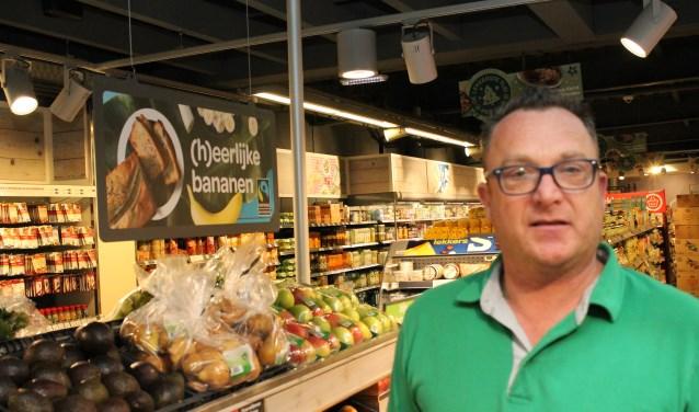 Eric Hage van supermarkt De Spar is een begrip in Kortgene. Foto: Leon Janssens.