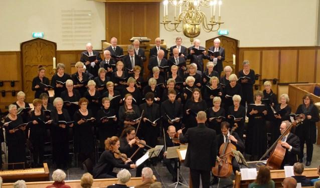 De COV Bennekom in de Oude Kerk tijdens de uitvoering van de Mis in D van Dvorak. (foto: Bert Lever)