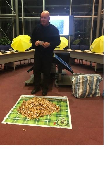 Albert Lammers raapte 5000 peuken op in Rhenen... (Foto: PR)