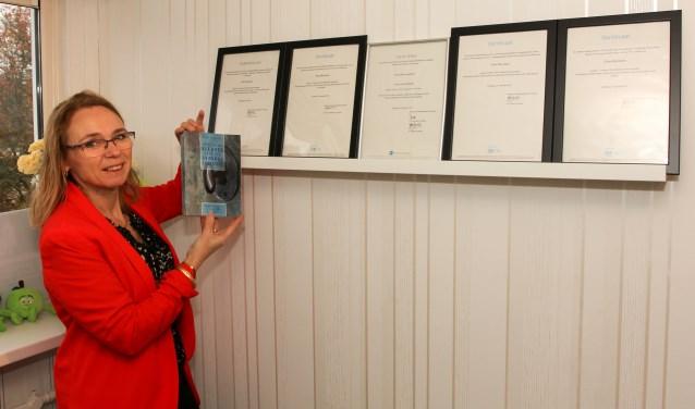 Erna Dijkstra (54) uit Sliedrecht heeft een boek geschreven, 'Ontdek de sleutel naar een gezonde leefstijl'. (Foto: Privé)
