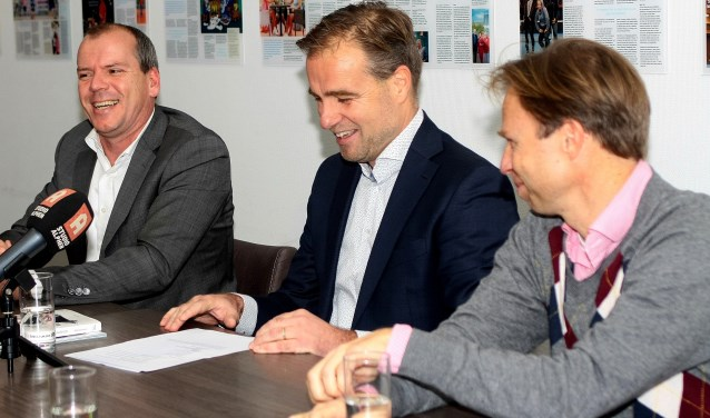 sportwethouder Gert-Jan Schotanus, Dave Kok en Erik Poel bij de kick-off van het NK tennis (van links naar rechts)
