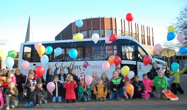 De Westelbeerse schoolkinderen namen 15 november hun nieuwe bus feestelijk in gebruik. De bus heeft onder andere een elektrische deur, lage instap en waarschuwingsverlichting.