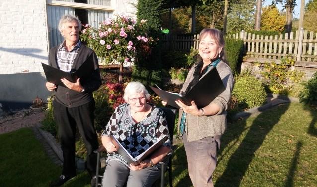 Ronald Groen, Rita Vos en Door Groen genieten ervan om, zoals Mendelssohn het omschrijft, 'Lieder im Freien zu singen.' Foto: Loeki Bruinink