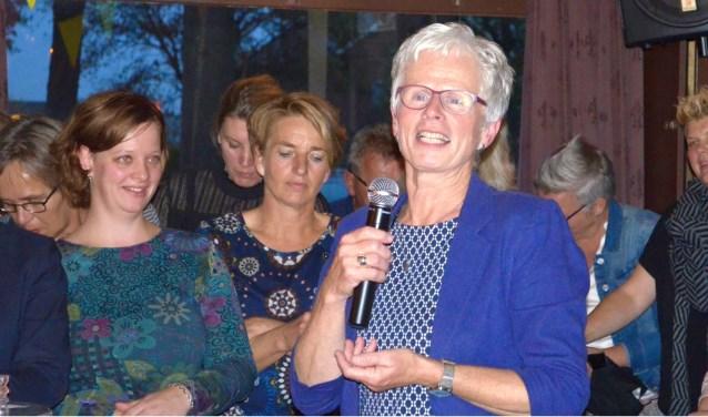 Drie Needse scholen hebben donderdag afscheid genomen van Ria Sonderen. Foto: Janine Overkamp.