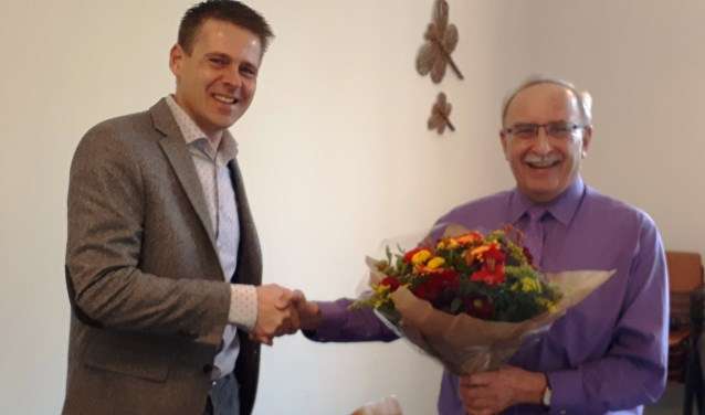 Ds. Theo Pieter de Jong feliciteert krijgsmachtpredikant bd Peter 't Hoen