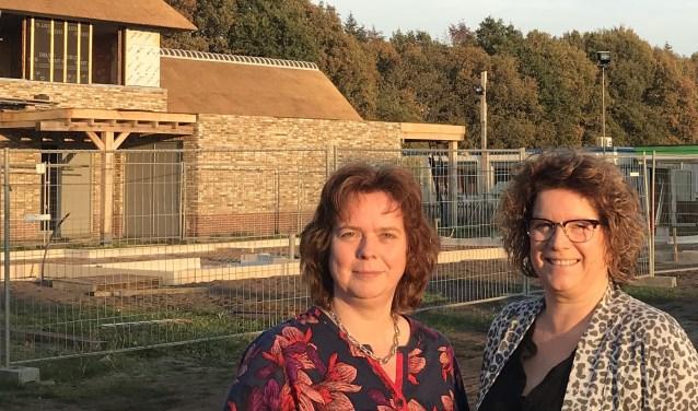 Anne Derks en Anita Straatman zijn bezorgd over de bouwmogelijkheden in Langenboom (eigen foto).