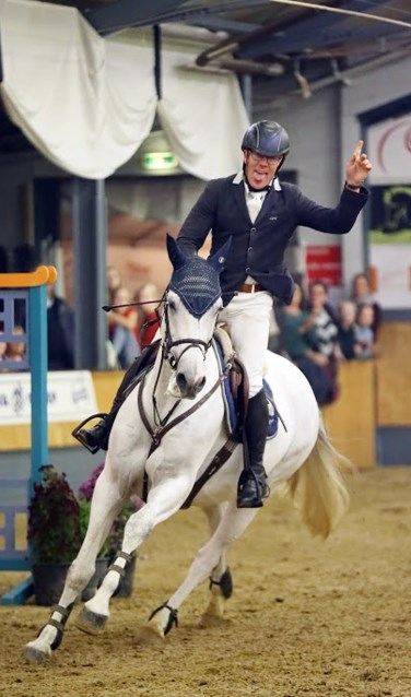 Steven Veldhuis uit Haaksbergen won vrijdag de Roelofsen Horsetrucks Prijs met schimmel Elba-Montanja. Foto: FotoTraile