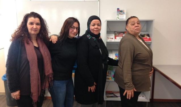 Enkele enthousiaste initiatiefnemers van de Vrouwenkamer in Wijkcentrum West.