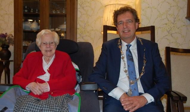 Mevrouw Laurens-Daleboudt werd vrijdag bezocht door burgemeester Verhulst.
