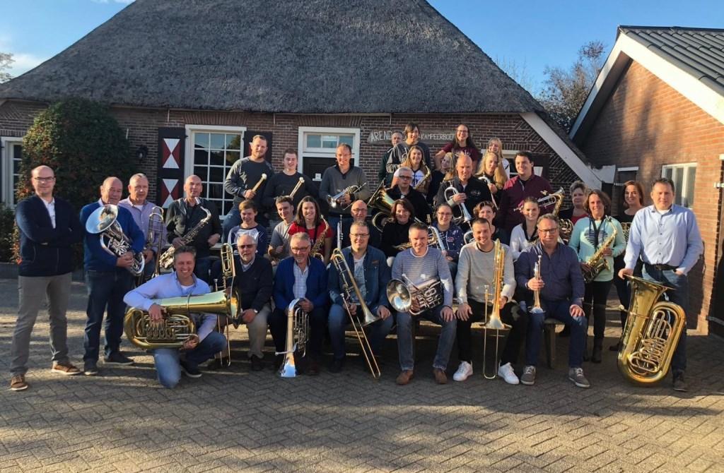 De muzikanten van Fanfare Oefening Baart Kunst, die op het concertconcours in Zutphen een bijzondere prestatie leverden.
